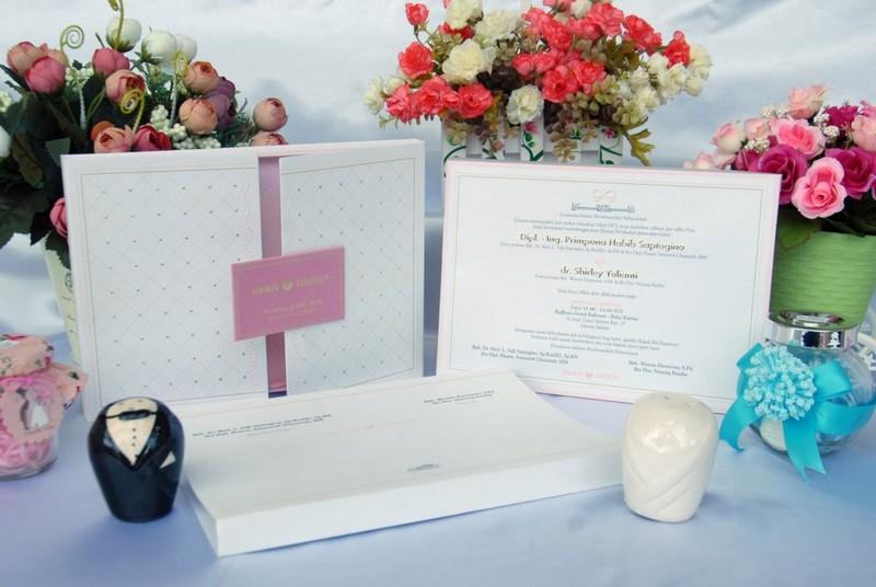 undangan pernikahan Canva